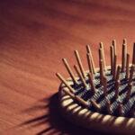 Как почистить расческу в домашних условиях? Как помыть, очистить, обработать расческу для волос от грязи, волос, вшей