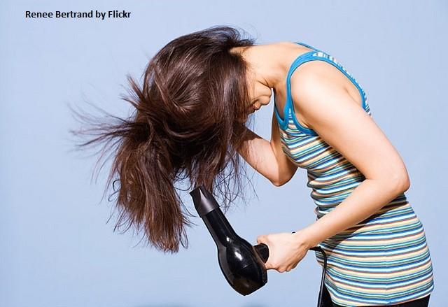 Укладка волос должна проводиться на сухие чистые волосы