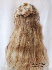 Интересные но легкие прически на короткие волосы