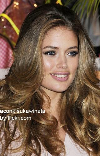 каскад - одна из популярнейших стрижек на длинные волосы для круглолицых