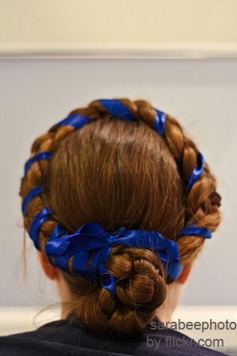 косу можно уложить вокруг головы