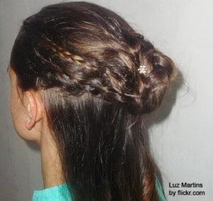 пучок из косы - вид сзади