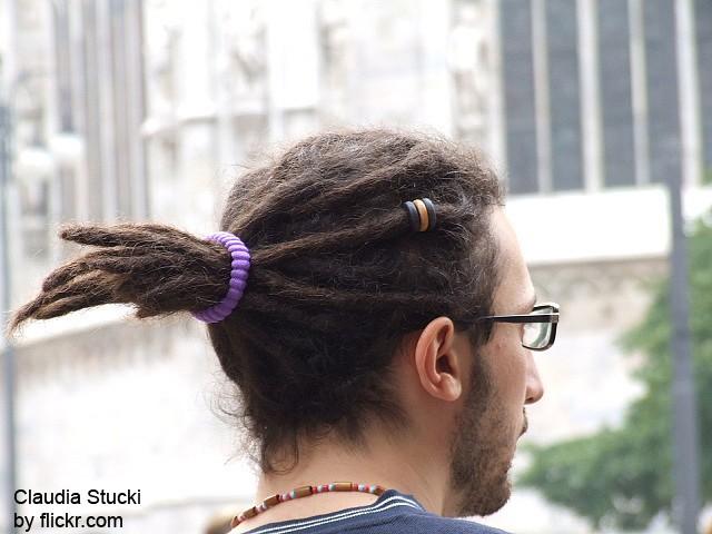 Чем лучше у человека вьются волосы, тем проще вырастить дреды