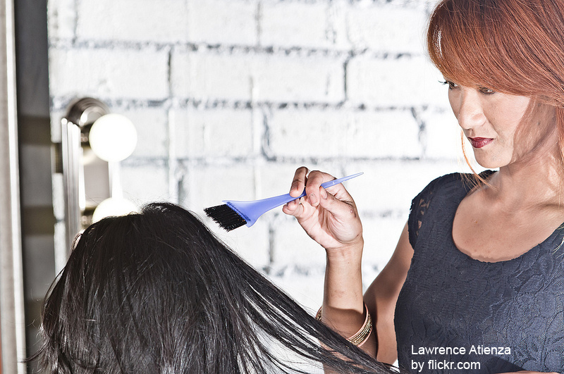 Мнения врачей по поводу окраски волос при беременности разделились