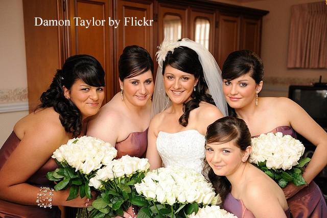 Прически на свадьбу для подружки невесты, фото