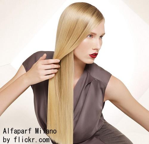 Светлые волосы не выходят из моды, но также в натуральном виде.