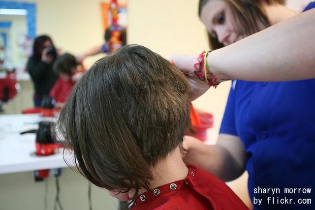 Почему у девочки 13 лет выпадают волосы