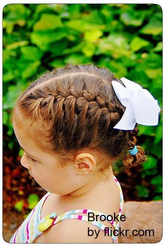 Оптимальным вариантом прически может стать «французская коса»