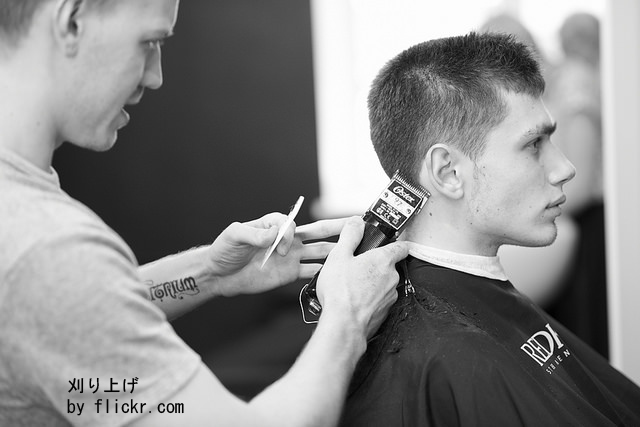 До сих пор в моде причёска «ежик»