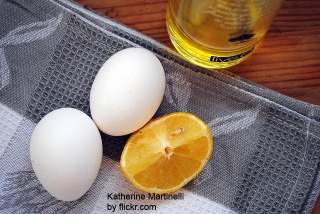 Эффективное средство - сочетание оливкового масла с яйцом и лимоном