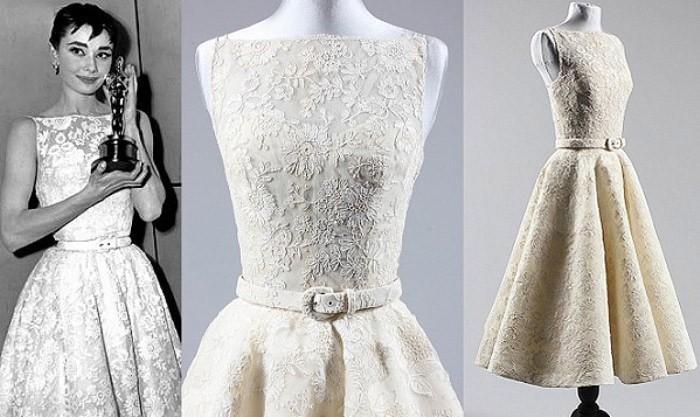 Платье белое с вырезом лодочкой