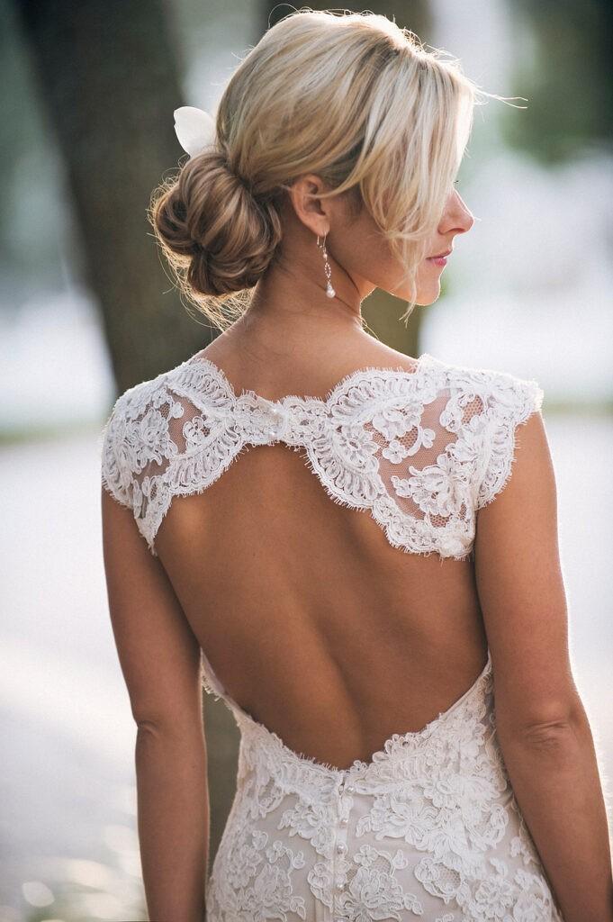 Фото в белом платье с обнаженной спиной 9 фотография