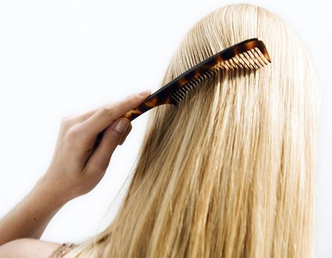Причина выпадения волос на голове у женщин, что делать, как лечить?