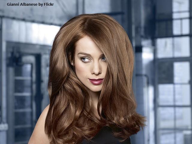 Распущенные волосы - это всегда красиво и стильно