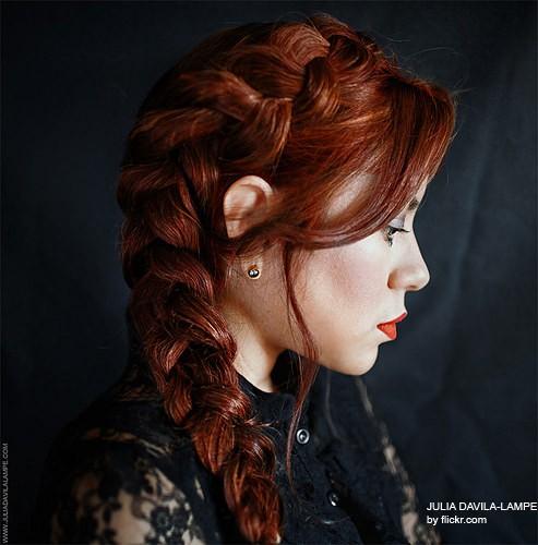 Красиво уложенная набок коса придаст романтичности