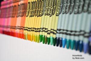 Восковые карандаши тоже подойдут
