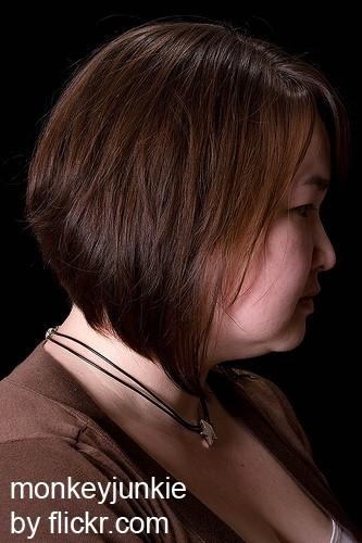 Длинные пряди утончают черты лица
