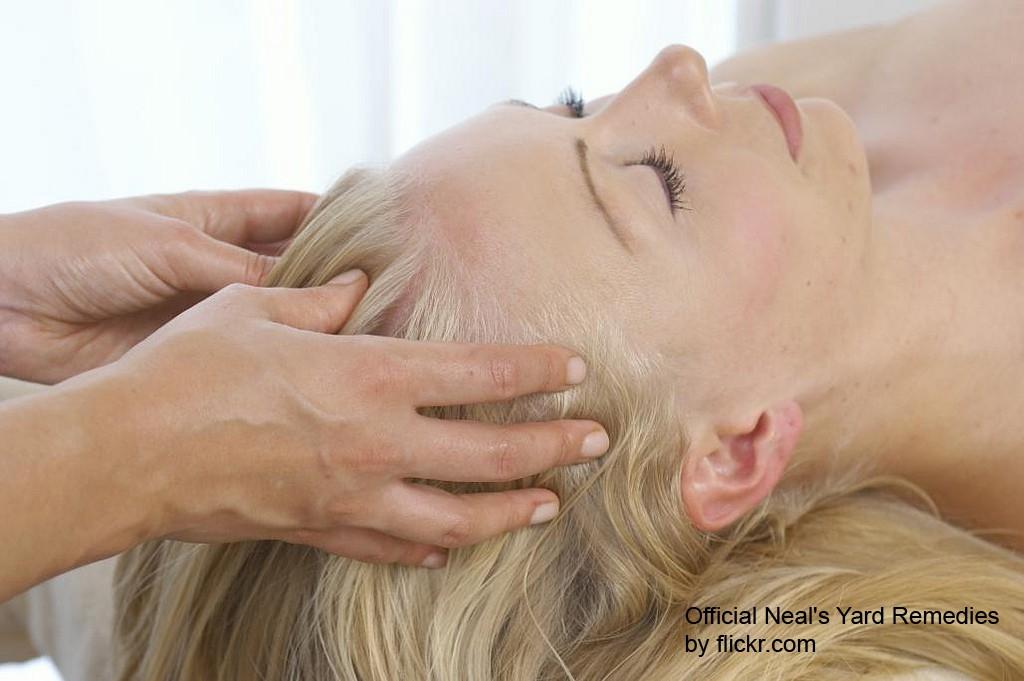 массаж улучшит кровоток в сосудах под кожей головы