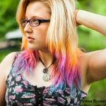 На светлых волосах мелки смотрятся особенно ярко
