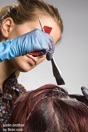 Хорошо, если вы доверите окраску волос профессионалу