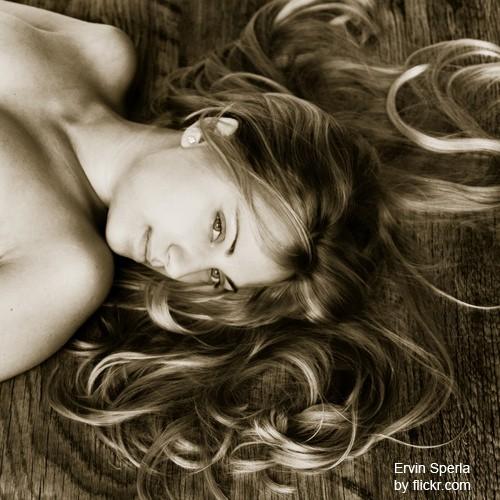 Некоторые источники утверждают, что волосы матери – душа ее будущего малыша