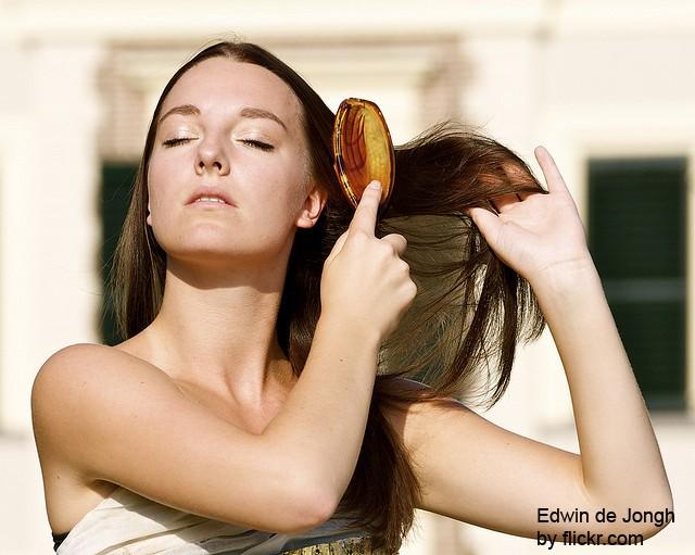 Правильно подобрав лечебный шампунь можно легко избавиться от перхоти
