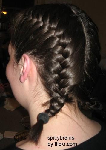 Коса получается красивой и, в то же время, крепкой.