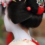Прическа гейши по-прежнему популярна