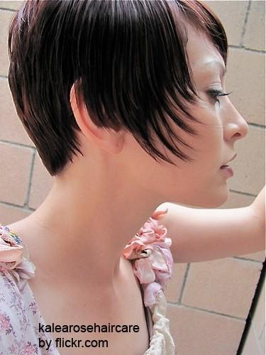 Мокрый эффект на коротких волосах смотрится стильно