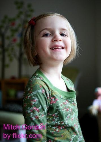 Для маленьких девочек отлично подойдут маленькие заколки