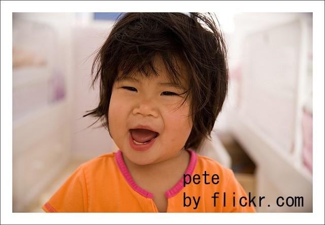 Популярный вариант первой прически – короткая стрижка, как у мальчика.