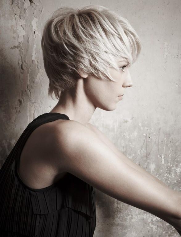 Каре-каскад для коротких волос