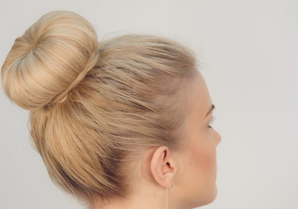 Что потребуется для выполнения пучка на средние волосы